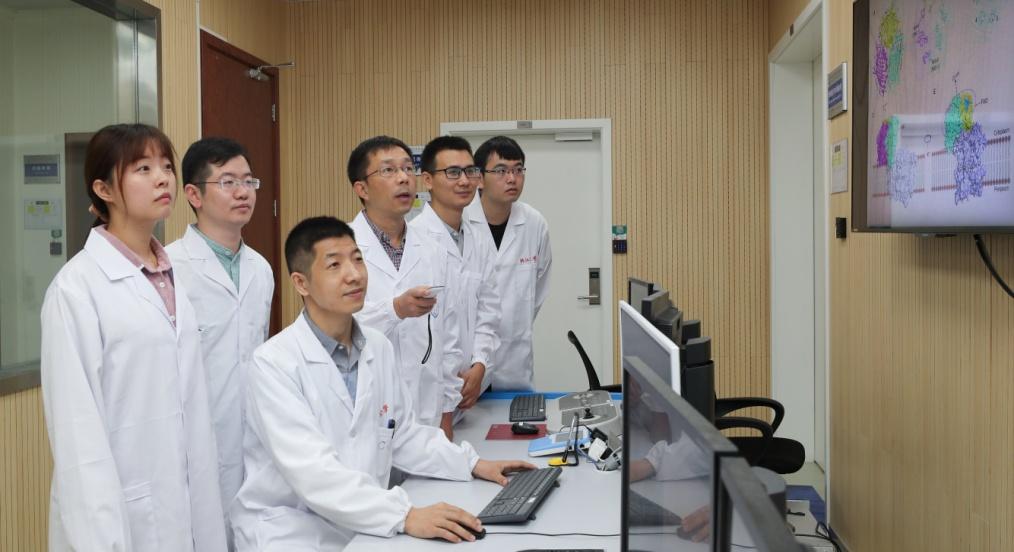 浙大学者解析古老绿硫细菌光合作用反应中心原子结构,成果登《科